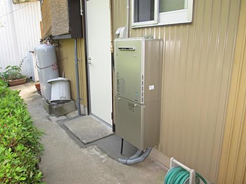 今回の工事で高効率給湯器を取り付けました。お風呂、洗面化粧台、キッチンのお湯をまかないます。
