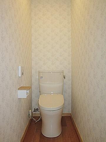 トイレは、アースカラーで落ち着きのある空間になりました。
