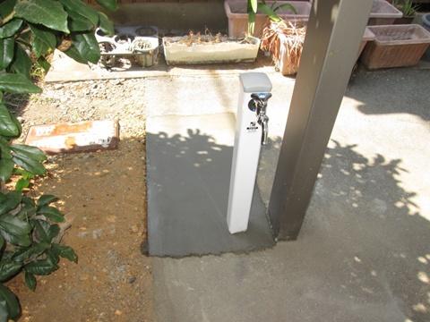 追加で駐車場に立水栓を取り付けました。