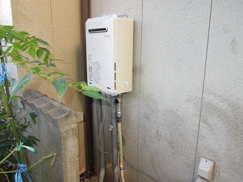 電気温水器を撤去し、ガス給湯器を新たに設けました。