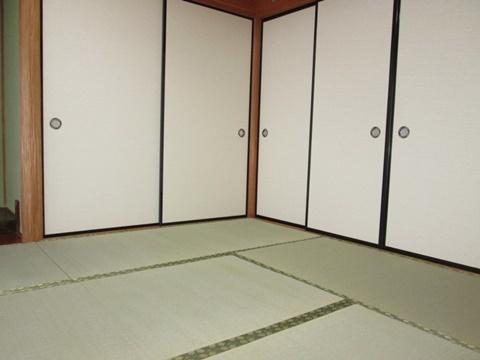 襖の貼替と畳の表替えを行いました。お部屋の印象が明るくなりました。