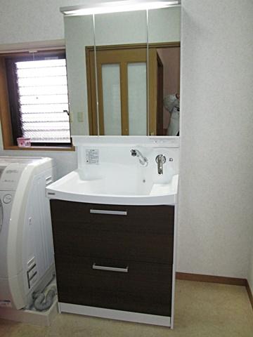 洗面化粧台を取り替えました