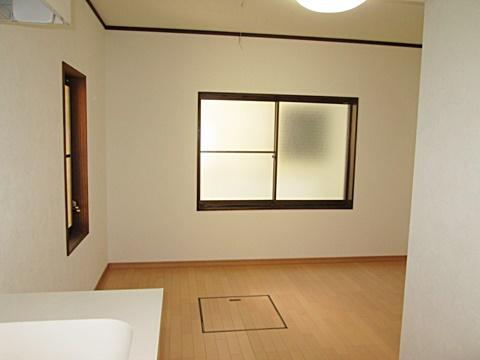 DKは床・壁・天井を新しくし、明るい印象のお部屋に生まれ変わりました。
