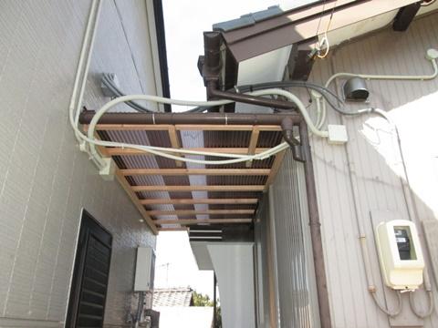 庇から雨漏りしていたので造り替えました。
