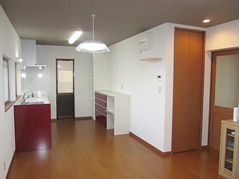 キッチンは以前の水廻りと全く違う家事導線に優れた形となり、明るく広い空間に生まれ変わりました。