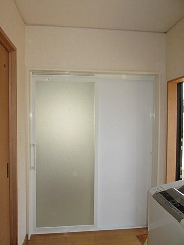 浴室ドア廻りの仕上げをしました。