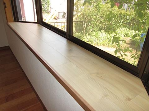 居間の出窓も2階と同じように天板の補修を行いました。