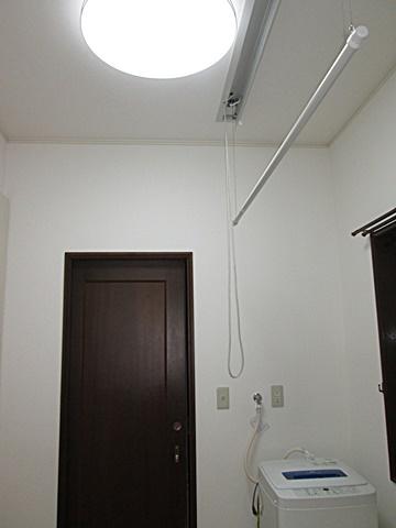 ユーティリティの完成状況です。天井には物干し金物「ホシ姫サマ/パナソニック」を取付ました。
