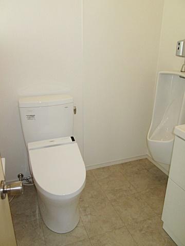 シンプルで使い易くお手入れの楽なトイレに生まれ変わりました。