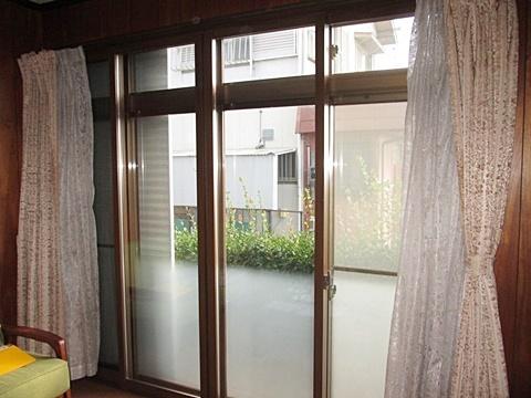 内窓取り付け、床張り増し、雨戸リフォームほか