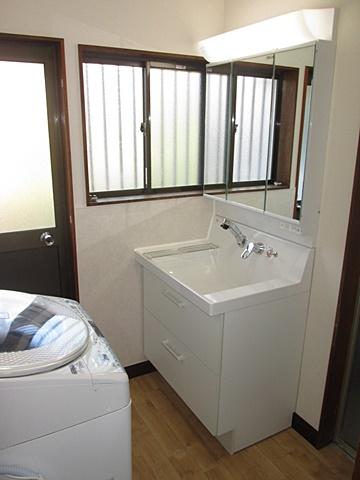洗面所と玄関ホールの床をリフォームしました