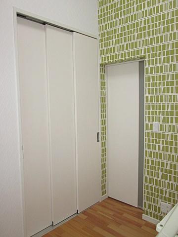 部屋の間仕切り移設と内装をリフォームしました