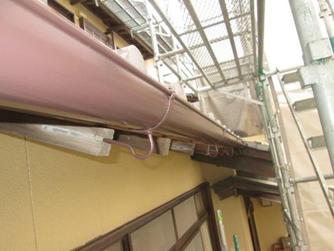 樋はブラウンのシリコン性塗料で仕上げました。
