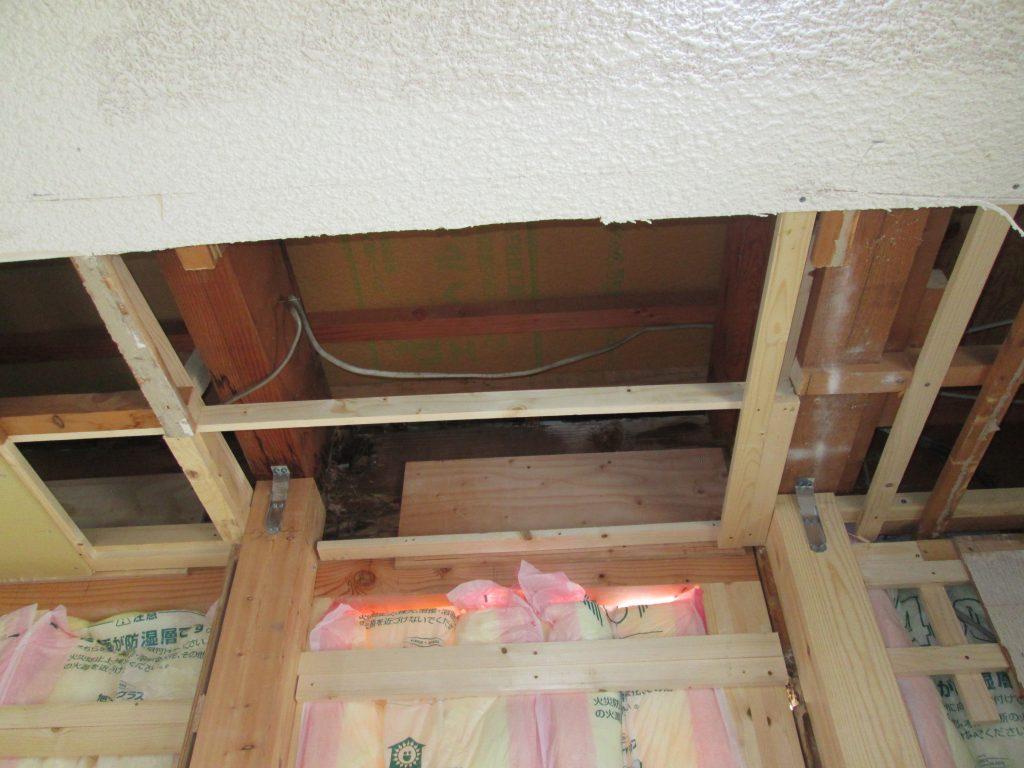 出窓からの漏水による梁の傷みを補強しました