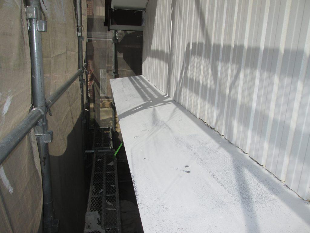 外壁塗装と一部屋根塗装、板金工事をしました