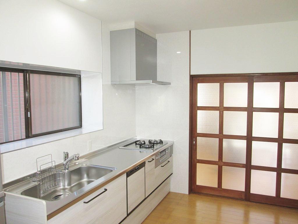 キッチンリフォームとリビングの内装をリフォームしました