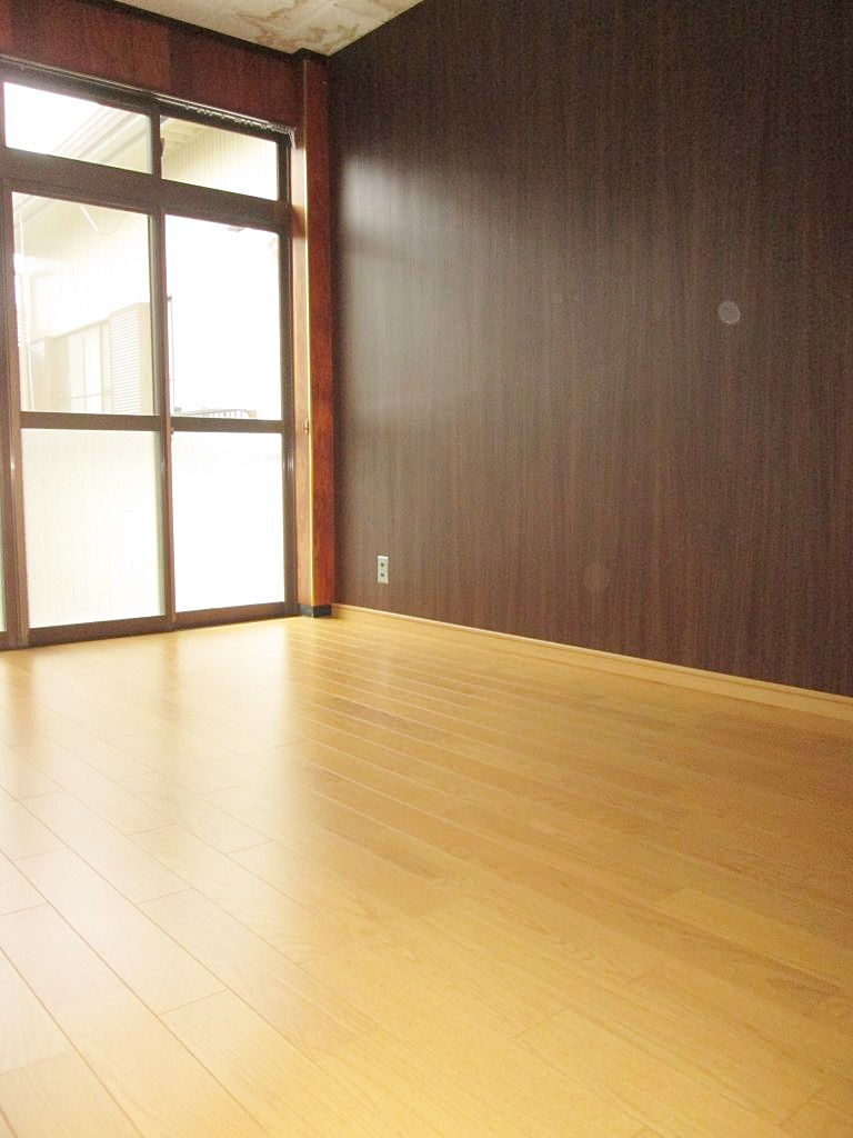 2階洋室二間と廊下の床をリフォームしました。