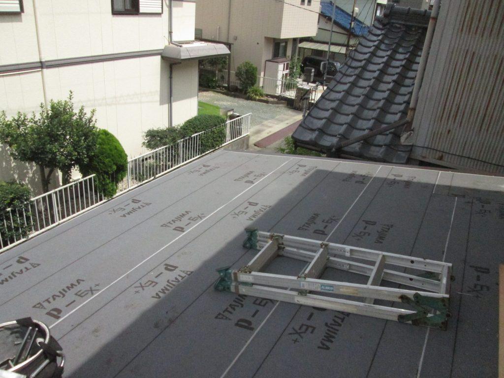 桟葺き屋根の葺き替えをしました。