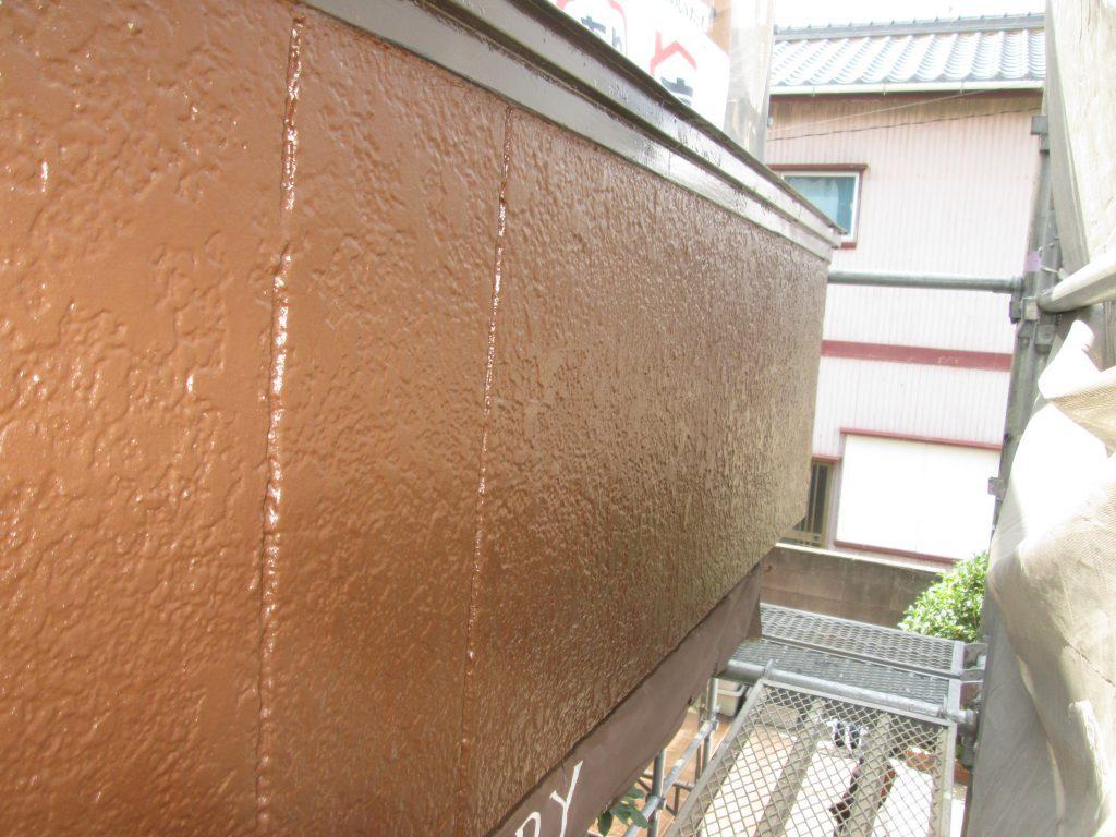 外壁塗り替えと左官工事をしました。