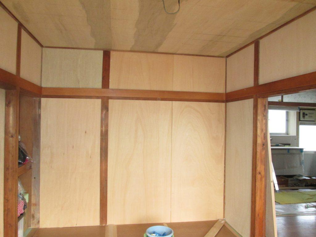 キッチンと和室のリフォーム、フェンス、シロアリ対策を行いました