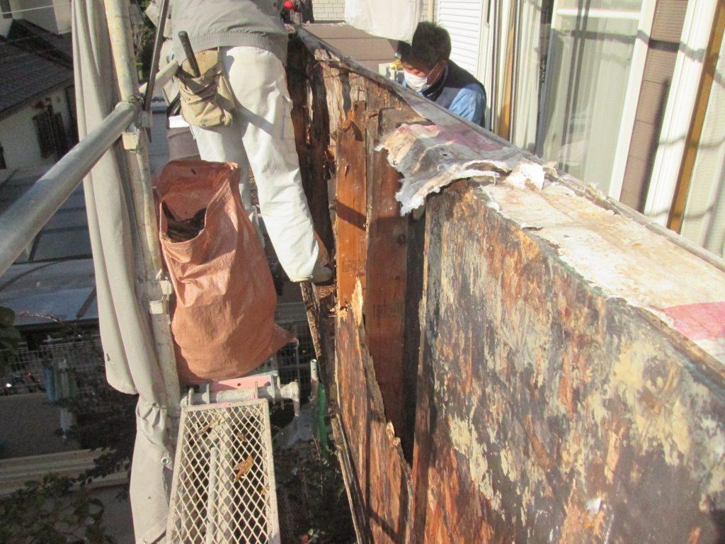 漏水で傷んだベランダ外壁を張り替えました