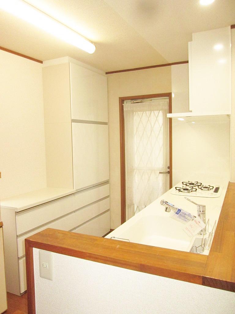 キッチンを交換、垂れ壁を撤去して明るいキッチンになりました