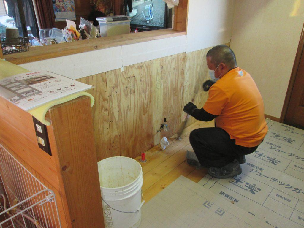 外壁の塗り替えとキッチンの交換をしました