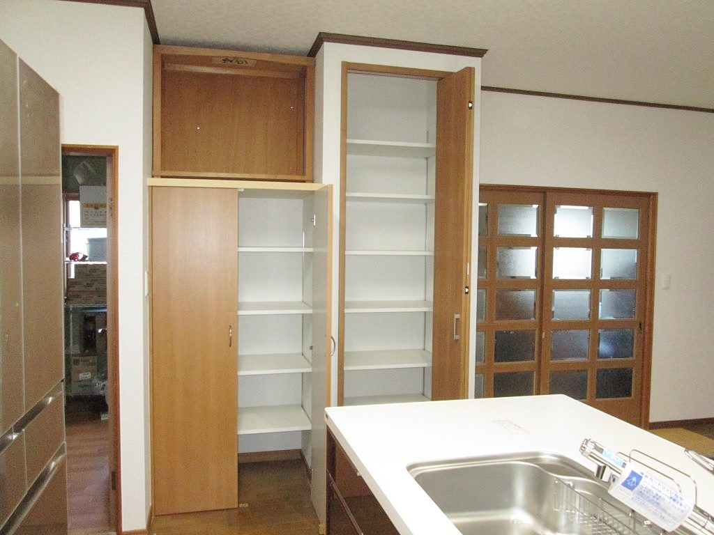 キッチンの間取り変更と大容量収納を造りました
