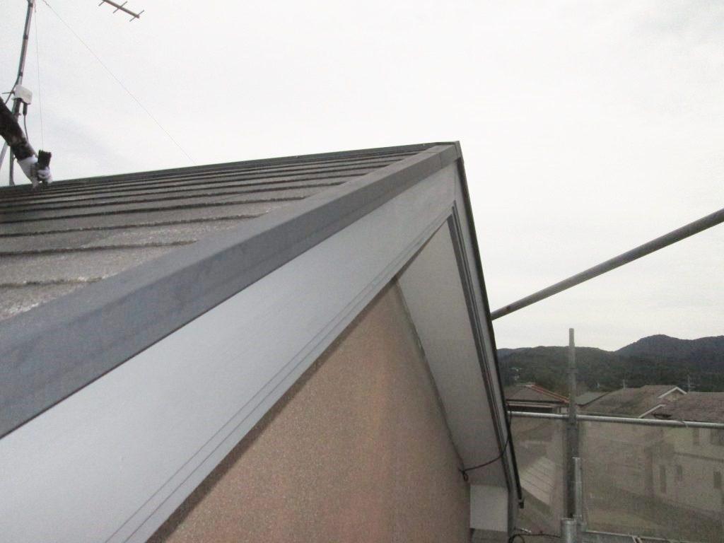 外壁をウォールバリア多彩仕上げで塗り替え、屋根も塗り替えました