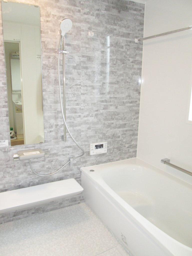 購入した中古住宅の浴室とトイレをリフォームしました