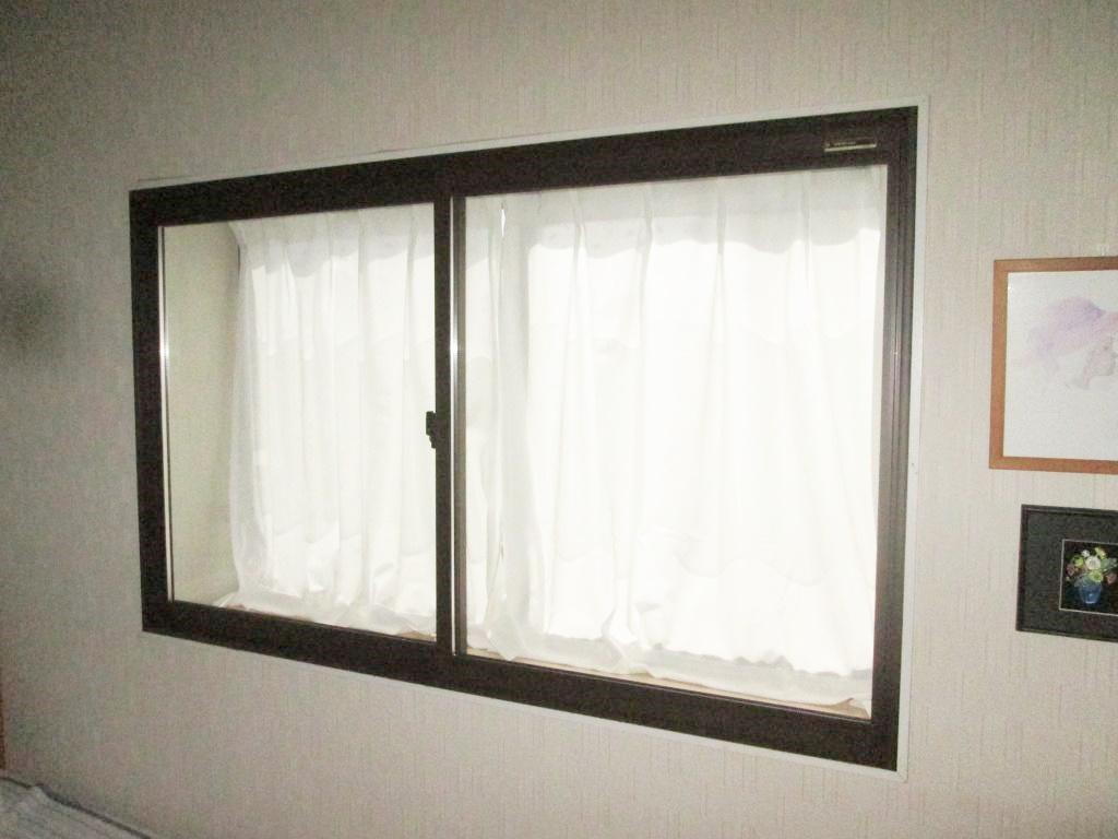 内窓と階段の手摺の取り付けをしました