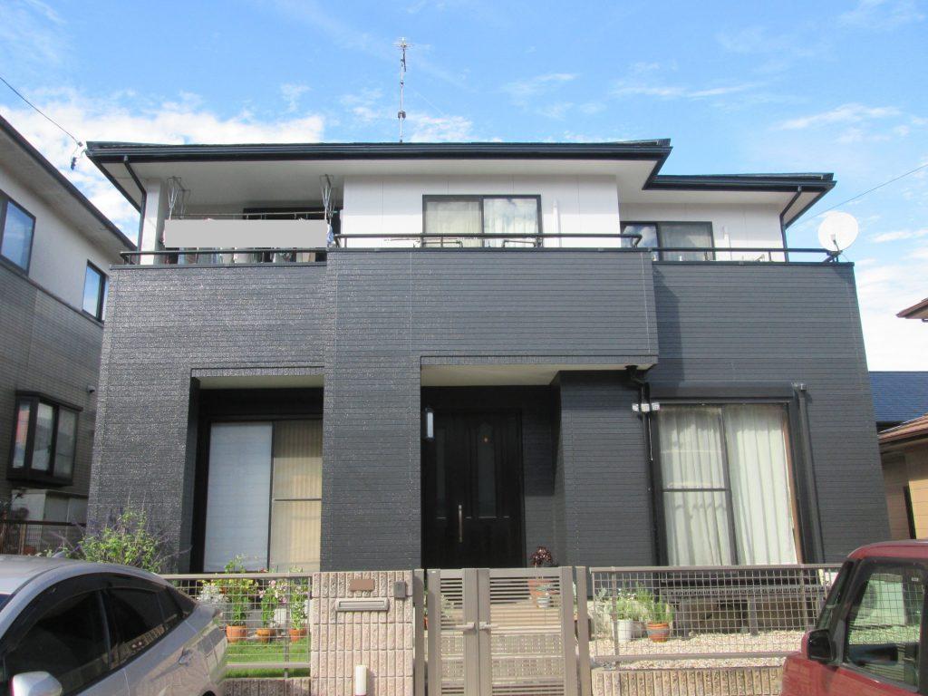 セメント瓦屋根の塗り替えと外壁をツートンカラーに塗り替えました